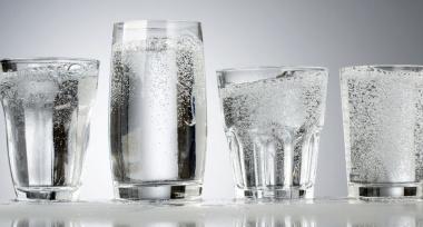 Woda gazowana i jej wpływ na organizm